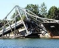 Papildināts (3) – Tankeris sadragā tiltu
