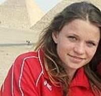 Poļina Jeļizarova trenējas Ēģiptes svelmē