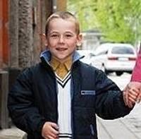 """SIA """"Adam Auto"""" Liepājas filiāle palīdz mazam zēnam staigāt"""