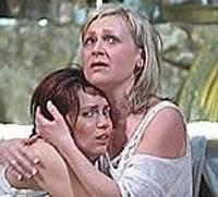 """Liepājas teātra aktrise Inese Kučinska saņem balvu """"Āksta cepure"""""""