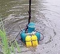 Ūdenslīdējs atbrīvo Kalējupītes tecējumu