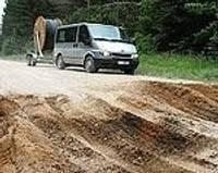 Labojot meža ceļu, sabojā nozīmīgāku brauktuvi