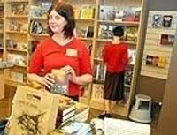 Latviešu biedrības namā atklāta grāmatnīca un kafejnīca