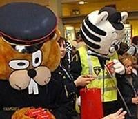 Policisti sumina jaunos māksliniekus