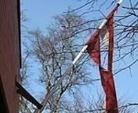 Izkar saplosītu karogu