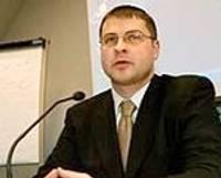 Zatlers par premjera amata kandidātu nominē Dombrovski