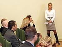 Uzņēmējus informē par iespējām strādāt krītoša tirgus situācijā