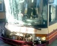 Satiksmes autobusa šoferis izraisa avāriju
