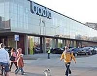 """Tirdzniecības centra """"Baata"""" atklāšana pulcē lielu apmeklētāju pūli"""