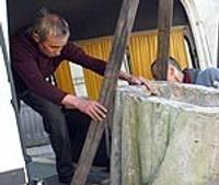 No muzeja aizved Rīgas brāļu kapu memoriāla pieminekļa metu