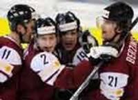 Latvijas izlase pēcspēles metienu sērijā uzvar Zviedrijas valstsvienību
