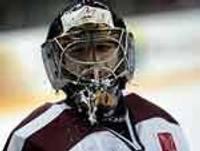 Latvijas hokeja izlase pēcspēles metienu sērijā pārspēj Šveices valstsvienību