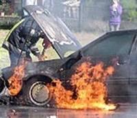 Pilsētas centrā sadeg auto