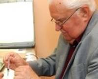 Konsultē plastikas ķirurgs no Toronto