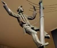 """Liepājas pašvaldībai aizliedz slēgt līgumu par skulptūru grupas """"Pilsētā, kurā piedzimst vējš"""" izveidi"""