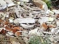 Brīvostā aptur būvgružu dambja veidošanu