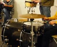 Modernās mūzikas skolas pat spēj attīstīties