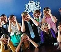 """Projekta """"Jaunieši vēro"""" dalībnieki tiksies ar ministru E.Zalānu"""