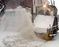 """""""Sniegbaltīte"""" izdzenā gan sniegu, gan autovadītājus un pasažierus"""