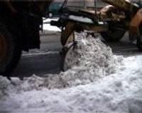 Liepājā no sniega atbrīvo arī mazās ieliņas