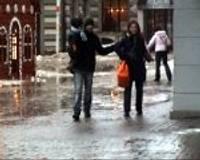 Ledus lietus sagādā haosu