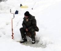 Kanālā uz ledus sāk pulcēties stinšu makšķernieki