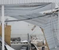 """Papildināts – Veikalam """"Depo"""" iebrūk jumts; brīdina par nepieciešamību tīrīt sniegu no jumtiem"""