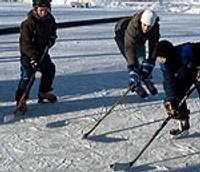 Hokejs uz dīķa ledus