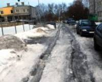 Šoferi ceļ traci par šaurajām ielām