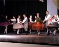 Dancotāji rāda jaunākos deju soļus