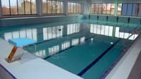 Turpmāk iekštelpās sporta treniņos un peldbaseinos ir jānodrošina ne mazāk kā 15 kvadrātmetri uz personu