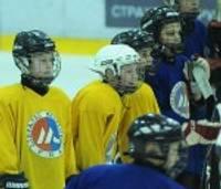 """""""Cemex kausā"""" jaunie hokejisti ieņem trešo vietu"""