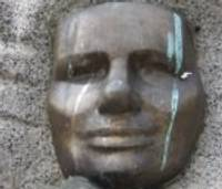 Sola sakopt Mirdzas Ķempes pieminekli