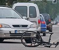 Aizrunājas un notriec velosipēdistu