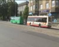 """Autobusi joprojām brauc """"vilcieniņā"""""""