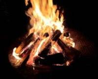 Ugunskuriem sprakšķot, atceras barikāžu ugunskurus