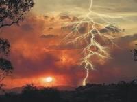 Jāņu naktij un rītam lielā valsts daļā izsludināts sarkanais brīdinājums par stipru pērkona negaisu
