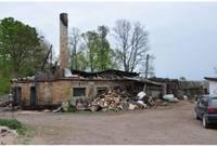 Durbes novadā nodegušās kūts saimnieki pamazām atkopjas no ugunsnelaimes