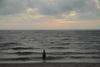 Jūrkalnes pagastā jūrā apgāzusies laiva. Vienu cilvēku izglābj, otrs pazūd bezvēsts