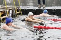 Aizvadīts Latvijas ziemas peldēšanas čempionāta I posms
