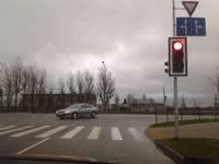 """Ceļa zīmes turpmākos divus gadus uzturēs """"Latvijas autoceļu uzturētājs"""", horizontālo apzīmējumu – """"Ceļu, tiltu būvnieks"""""""