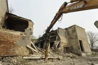 """Demontē bijušā kultūras nama """"Baltika"""" ēku"""