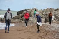 Kurzemes pludmalēs palielinājies plastmasas atkritumu skaits
