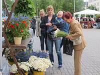 Rožu laukumā liepājniekus un pilsētas viesus pulcē Vasaras saulgriežu tirdziņš