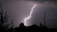 Negaisa laikā aicina būt uzmanīgiem elektroiekārtu tuvumā
