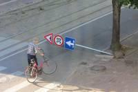 Vandāļi posta ceļa zīmes