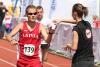"""""""Liepājas pusmaratonā"""" padomāts par skrējēju labsajūtu un pozitīvu gaisotni"""