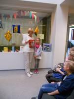Bērni veido savu grāmatu stāstu
