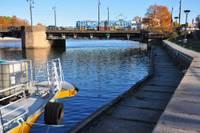 Uzposīs krastmalu līdzās Tramvaja tiltam