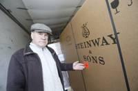"""Liepājas koncertzāle svinīgi saņem """"Steinway&Sons"""" koncertflīģeļus"""